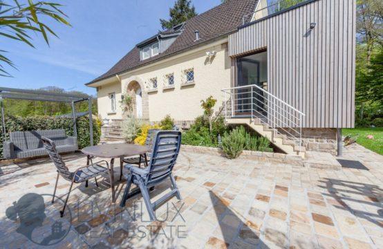 Belle maison, 4 chambres, 2 bureaux, garage, beau jardin