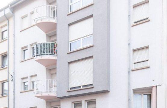 Bel appartement, 2 chambres à coucher, 2 salles de bains, garage