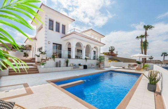 Suberbe Villa luxueuse, 3 chambres, 2 salles de bain, piscine, garage à Ciudad Quesada, Espagne